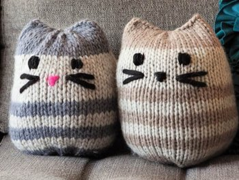Free Mini Kitty Pouf Pattern