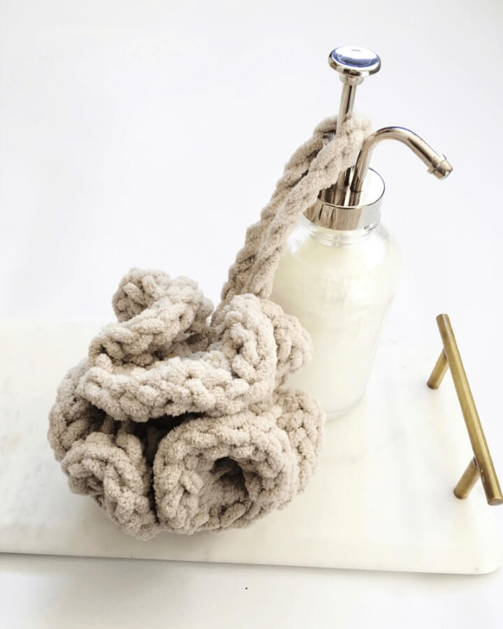A Quick Crochet Bath Pouf Pattern That Makes A Great DIY Gift